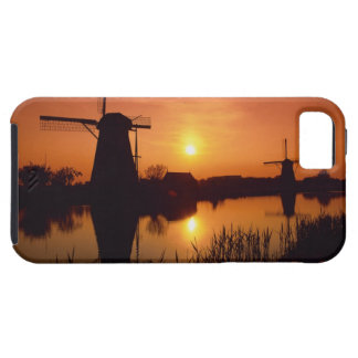 Molinoes de viento en la puesta del sol, iPhone 5 carcasa