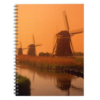 Molinoes de viento en la puesta del sol, Leidschen Cuaderno