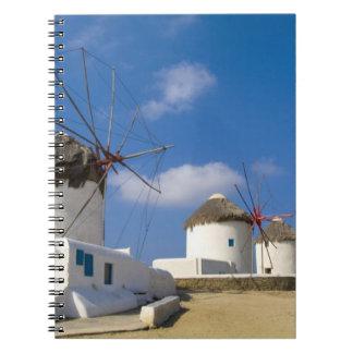 Molinoes de viento hermosos en la isla de Mykonos, Libreta Espiral