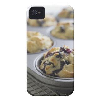 Molletes del arándano en una lata de hornada en un iPhone 4 cárcasas