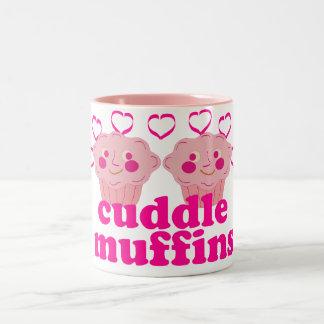 Molletes rosados de la abrazo taza de café de dos colores
