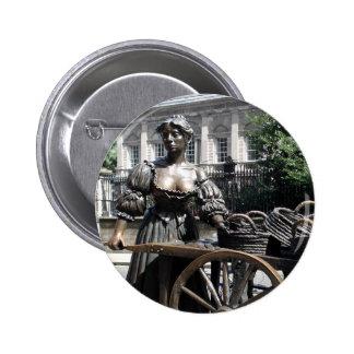Molly Malone y botón de Irlanda de la carretilla Pin Redondo De 2 Pulgadas