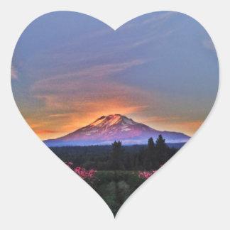 Momento mágico de la montaña calcomanía corazón personalizadas