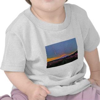 Momento mágico de la montaña camisetas