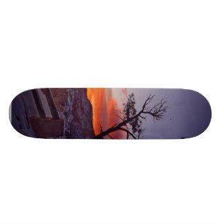 Momentos antes de salida del sol en el parque naci tabla de skate