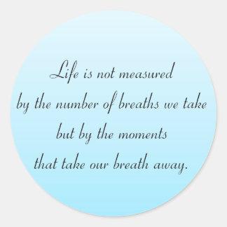 Momentos que eliminan nuestra respiración pegatina redonda