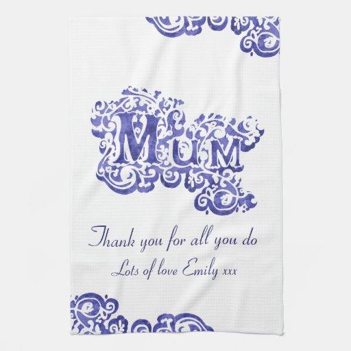 Momia amamos la toalla azul y blanca usted de