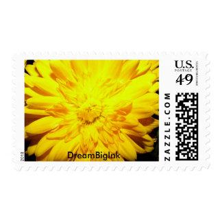 Momia amarilla brillante estampilla
