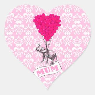 Momia con el elefante rosado pegatina en forma de corazón