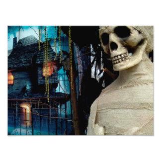 Momia de Halloween y casa fantasmagórica Fotografías