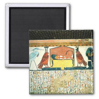 Momia en una cama fúnebre con diversas divinidades imán cuadrado