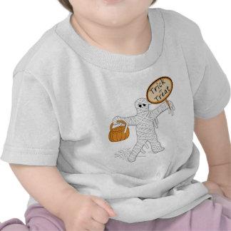 Momia Halloween del truco o de la invitación Camisetas