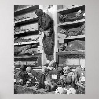 Momias en las catacumbas de Palermo, Italia Póster