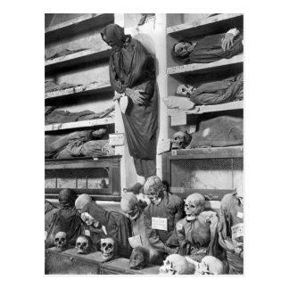 Momias en las catacumbas de Palermo Italia Postales