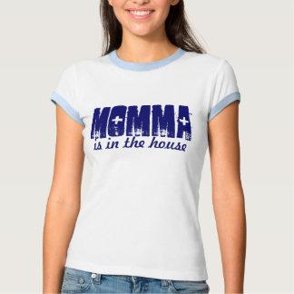 Momma está en la camiseta de la casa playera