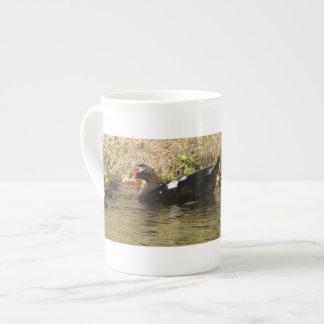 Momma Muscovy y taza de la especialidad de los pat Taza De Porcelana