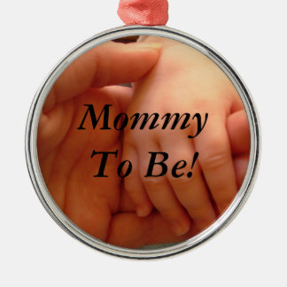 Mommy To Be Round Metal Christmas Ornament