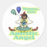 Mommys poco afroamericano autístico del ángel pegatina redonda