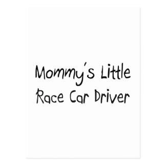 Mommys poco conductor de coche de carreras tarjeta postal