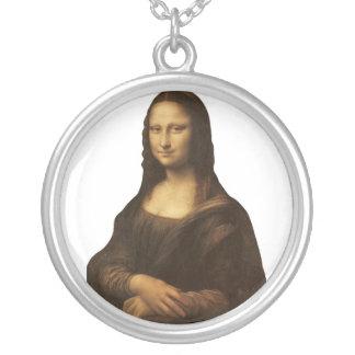 Mona Lisa de Leonardo da Vinci circa 1505-1513. Collar Plateado