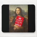 Mona Lisa guarda calma y sonríe Tapete De Ratones