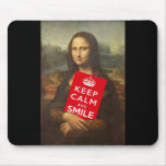 Mona Lisa guarda calma y sonríe Tapetes De Ratón