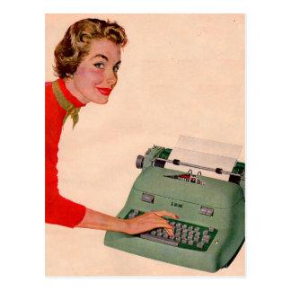 Mona y su nueva máquina de escribir postal