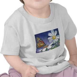 Monarca y margaritas camiseta