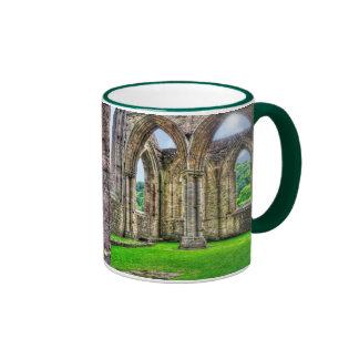 Monasterio cisterciense País de Gales de la abadía Taza A Dos Colores