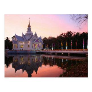 Monasterio por el lago tarjeta postal