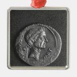 Moneda con un retrato de Julio César Adorno Navideño Cuadrado De Metal