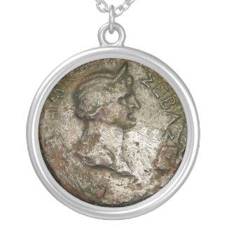 Moneda romana antigua collares