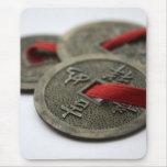 Monedas chinas de la buena suerte alfombrilla de ratón