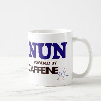 Monja accionada por el cafeína taza de café