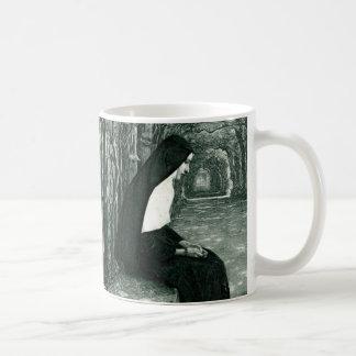 monja solitaria taza básica blanca