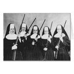Monjas con los armas tarjeton