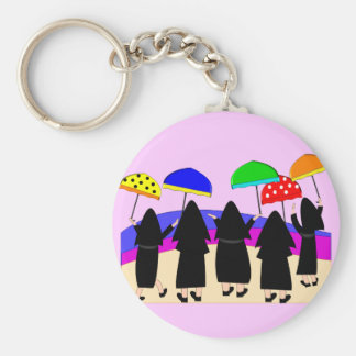 Monjas con los paraguas la que cuentan con lluvia llaveros