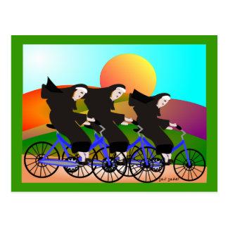 Monjas en los regalos del arte de las bicicletas postal