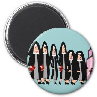 """Monjas """"que dirigen a la iglesia """" iman para frigorífico"""