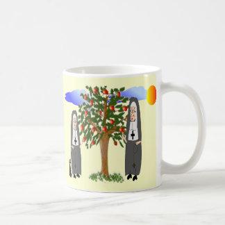 Monjas que roban tarjetas y los regalos de las man tazas de café
