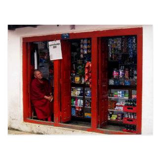 Monje tibetano sonriente postal