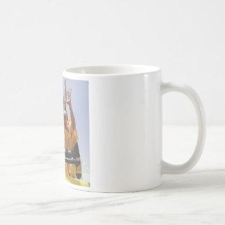 Monjes budistas felices en una montaña rusa taza de café