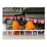 Monjes budistas Tailandia de la rotura del helado… Postales