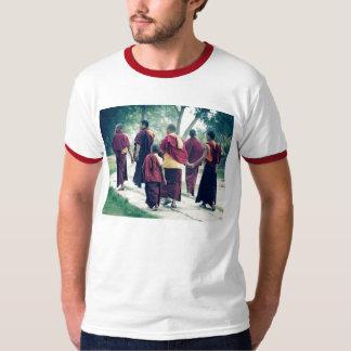 Monjes en la camiseta de Sarnath