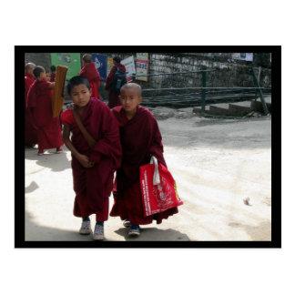Monjes jovenes, Dharamsala, la India Tarjeta Postal