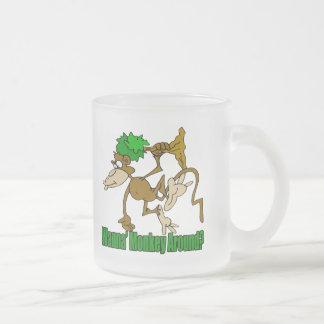 Monkey alrededor los regalos divertidos de las cam taza de café
