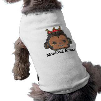 Monking alrededor de la camisa del perro playera sin mangas para perro