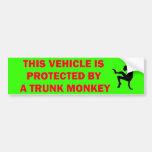 Mono amonestador del tronco dentro etiqueta de parachoque
