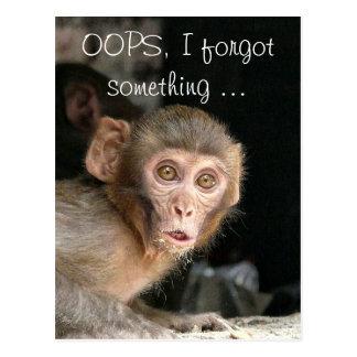 Mono asustado con la tarjeta de texto grande de tarjetas postales
