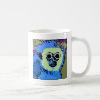 Mono azul con los ojos Googly Taza Básica Blanca